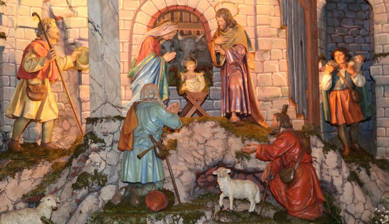 Es ist Weihnachten. Maria hat uns Jesus geboren!