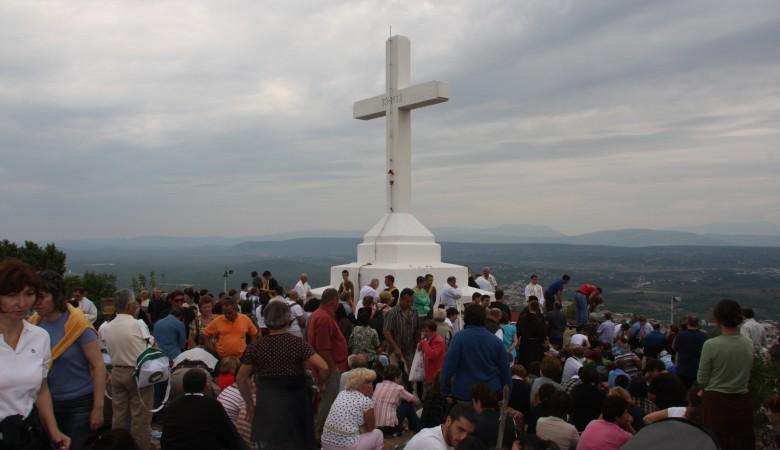 Nehmt das Kreuz, schaut auf Jesus und folgt ihm