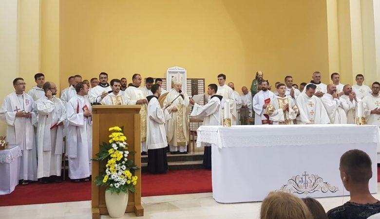 """""""Es ist nicht gut, dass der Mensch allein bleibt!"""" – Predigt von Erzbischof Henryk Hoser beim 31. Jugendfestival in Medjugorje"""