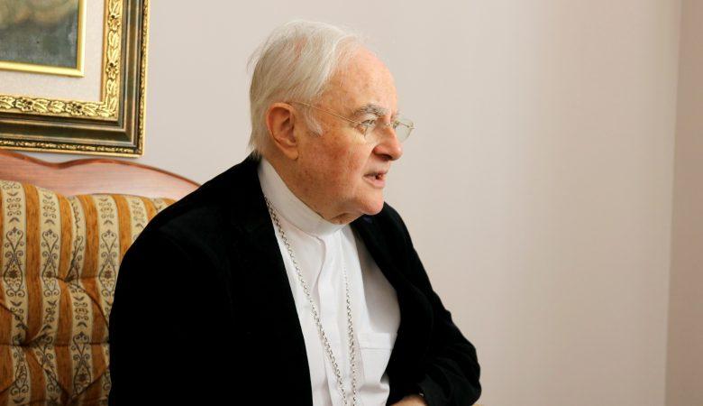 Erzbischof Hoser auf dem Weg der Besserung