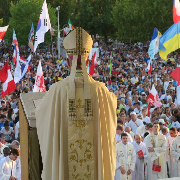 """""""Seid Zeugen der Liebe Gottes!"""" (Erzbischof Rino Fisichella)"""