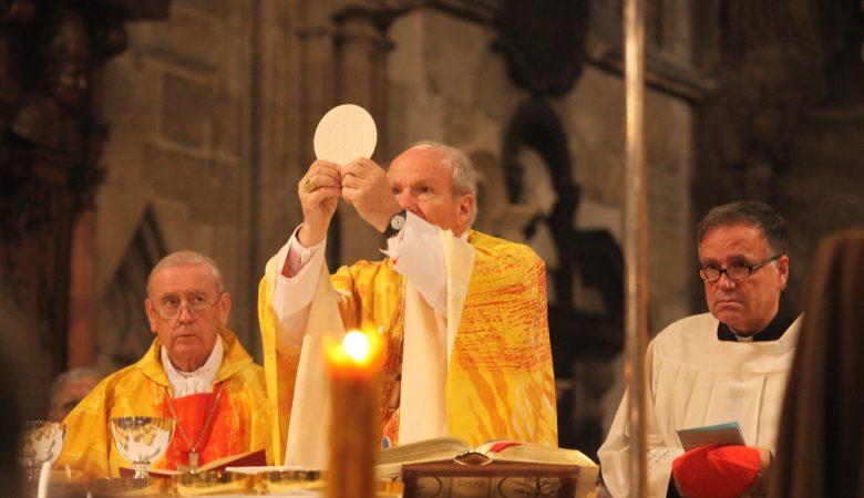 Friedensgebet im Wiener Stephansdom mit Kardinal Schönborn und Seherin Marija