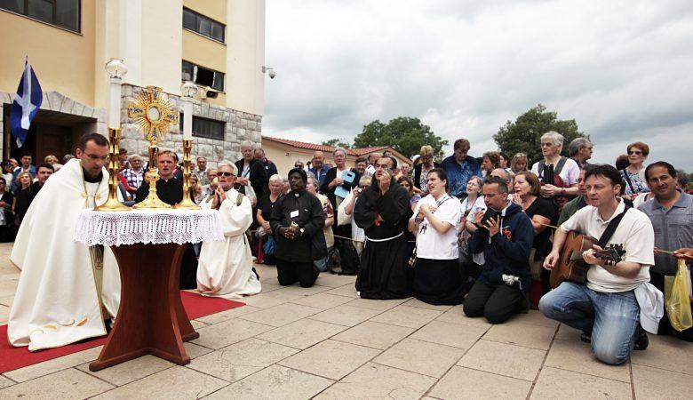 Wir beten und singen für den Frieden in der Welt