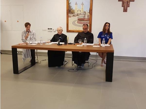 Pressekonferenz Erzbischof Henryk Hoser zum Jugenfestivals