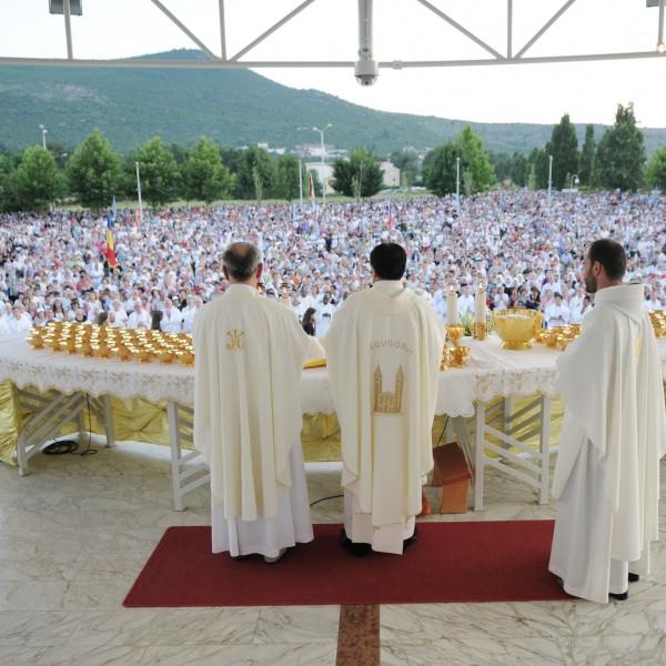 Täglich versammeln sich die Pilger um gemeinsam die heilige Messe zu feiern.